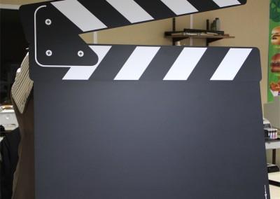 """PLV rigide avec découpe et film """"tableau noir"""" pour écriture à la craie"""